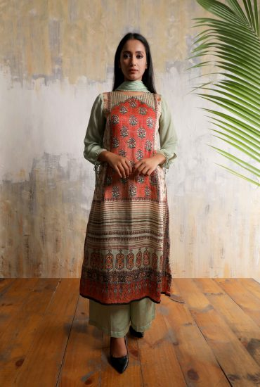 Smart long tunic in printed Linen satin with tie-up, Chiffon balloon sleeves , Chiffon dupatta teamed with Mint green Linen satin flared pants